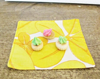 Lemonade Cloth Napkin Set. Vintage Bed Linen Fabric. Yellow Orange White Floral Retro. Hostess Gift Set Shabby Chic Rustic Vintage