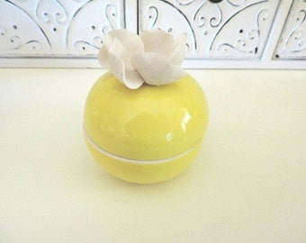 Vintage Ceramic Trinket or Ring Box Yellow with White Flower