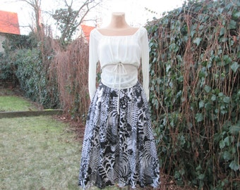 Full Skirt Vintage / Size EUR 46 / UK18 / Pockets / Lining / White / Black