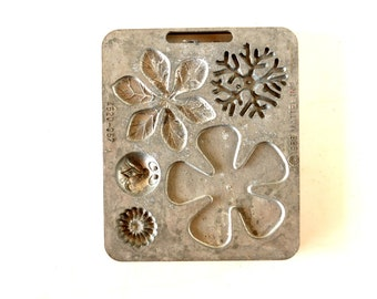 Vintage Fun Flowers Creepy Crawler Mold for Mattel Thingmaker #4520-057 b (c.1966) - Collectible Toy, Flower Mold, Curio Cabinet Oddity