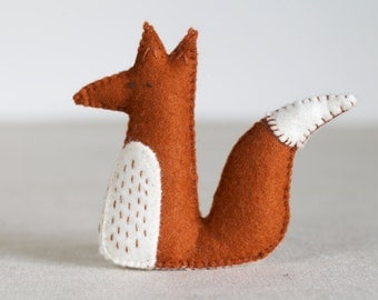 Alphonsus Fox Sewing Pattern – DIY embroidery sewing pattern for sitting fox softie – Fox soft toy tutorial