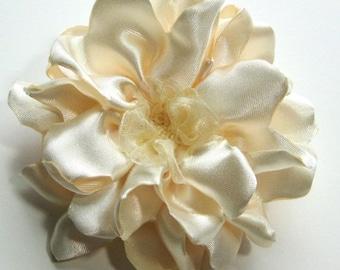 Ivory Satin Flower Hair Pin, Bridal Ivory Floral Headpiece, Creamy Ivory Satin Fascinator