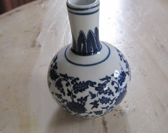 Hand painted porcelain Chinese vase in blue and white