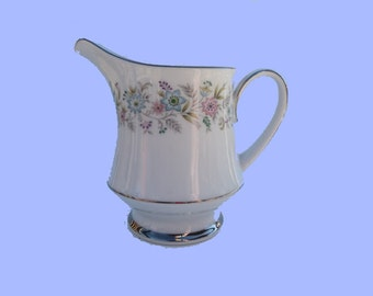 Lovely Contemporary Noritake Creamer in the Blythe Pattern,   FREE SHIPPING