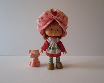 Strawberry Shortcake 2nd Issue Doll with CuppedHands - 1981 Included with Pet Cat Custard, Comb