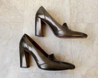 green pumps. donna karan court shoes . dkny heels . olive green high heels . size 6 1/2