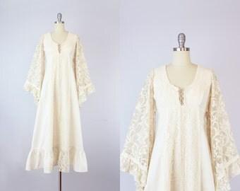 vintage GUNNE SAX lace maxi dress / 1970s bohemian wedding dress / cream lace dress / angel sleeve maxi dress / empire waist