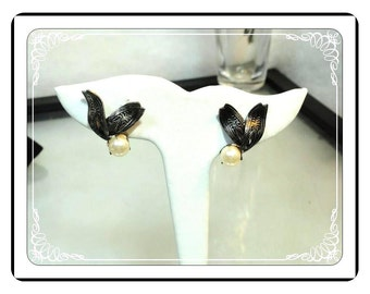 Simulated Pearl Clip Ons   Silver Leaves & Pearl Earrings - - E3380a-072313000