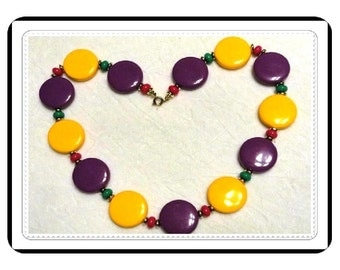 Plastic Candy Necklace - Vintage Disk in Bright Bold Colors   Neck-1205a-031414002