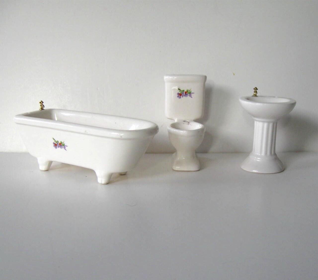 Set vintage di sanitari casa di bambola bagno di - Set sanitari bagno ...