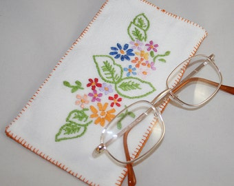 Eye Glasses / Spectacles Case - Recycled Embroidered Linen - vintage textiles re-stitched by Lynwoodcrafts