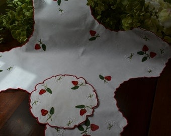 Vintage Cotton Dinner Roll/Bread Basket Cozy and Matching Centerpiece, Red Strawberries, White on White Embroidered Flowers  3407