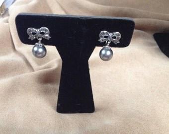 Vintage Silvertone Genuine Marcasite Ribbon Designed Black Pearl Earrings