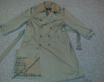 Classic Men's Vintage 1980's Beige Gaberdine 'BURBERRYS' Belted Trench Coat w/ Removable Wool Lining Sz-50 Reg.