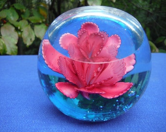 Crystal paperweight with pink flower