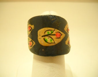 Vintage Hand Painted Carved Ring (9646) Size 5
