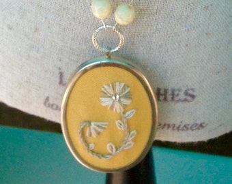 Embroidered Straw Flower Necklace