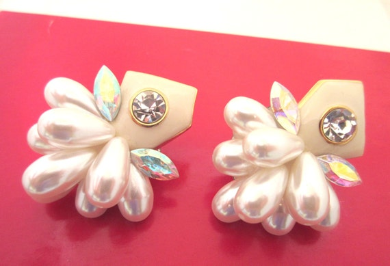 Pearl Rhinestone Earrings - Hollywood glamour style - White Cream gold - clip on earrings