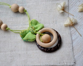 Green babywearing necklace,teething jewelry,Wooden ring teether,Wrap scrap necklace,Nursing necklace,Breasfeeding,Bow,Didymos Ginkgo