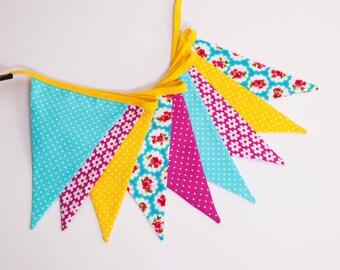 SALE: fabric garland, banners, bunting,,guirlande de fanions, children room decoration, photo props