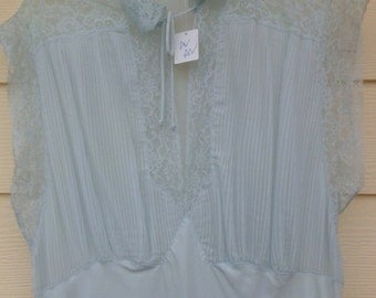 Size 20 vintage nightgown by Barbizon in baby blue