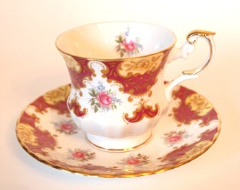 Teacup Set Rosina Queens England Bone China Tea Cup and Saucer Set | Burgundy Maroon and Pink Roses with Gold - England - Mid Century