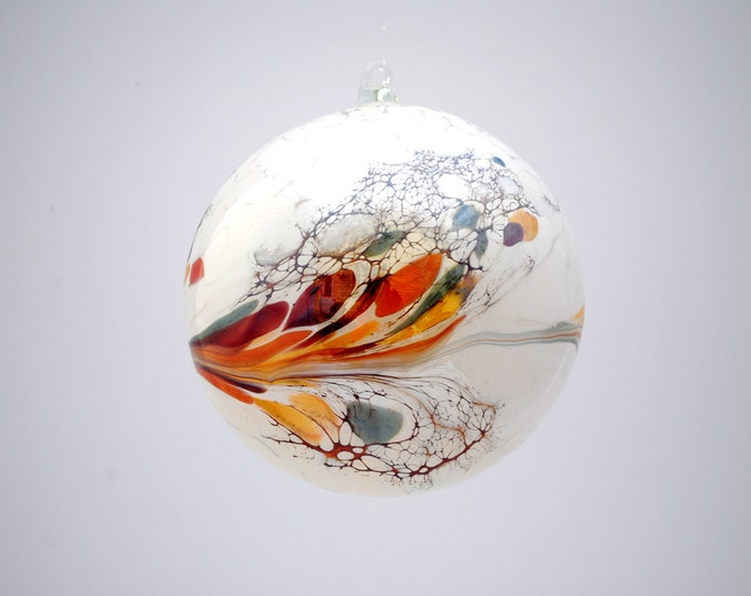 e00-63 Large Iridescent Ornament White