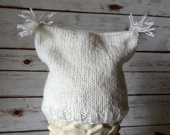 White hand knit hat / Square top with pompoms