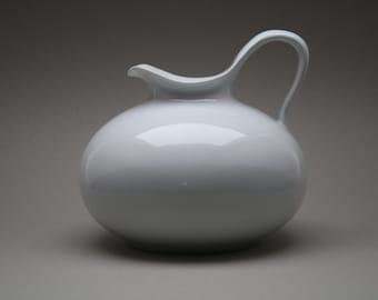 Beautiful porcelain vase possibly designed by Rosenthal