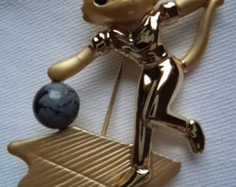 Vintage Signed Danecraft  Goldtone/Matt pewter  Bowling Cat Brooch/Pin
