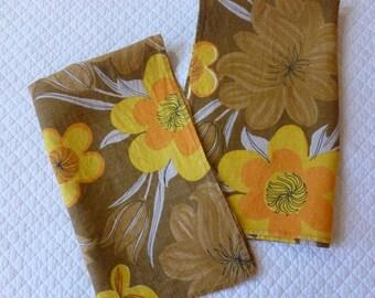 Vintage Tea Towels Set of 2 Tea Towels Placemats Floral Harvest Colors Cotton Linen Entertaining Supply Party Supply Kitchen Towels