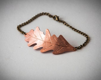 Bracelet with oak leaf made of copper and bronzed metal chain, gift idea for boho, hippie or gypsy style and nature lovers, jewels w/ leaves