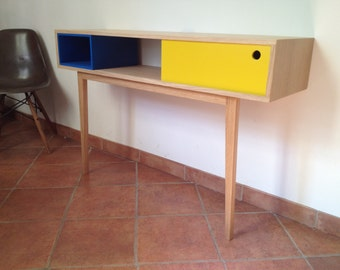 Design in blue and yellow oak console