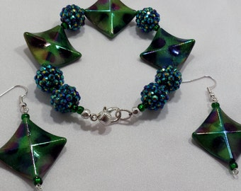 Green beaded bracelet and earring set.