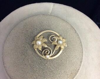 Vintage Floral Pearl Pin