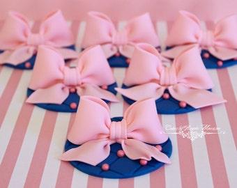 Set of pink fondant bows