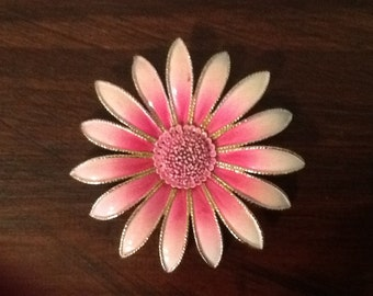 Pink Daisy Pin / Vintage Brooch / He Loves Me, He Loves Me Not....