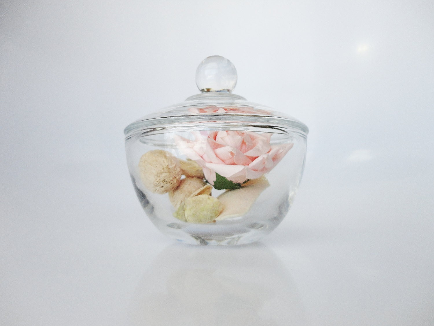 Vintage glass jar with lid glass jar lid glass jar for Small bathroom jars