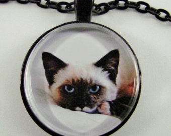 SIAMESE CAT Necklace -- Intense and beautiful, For cat lovers