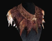 Large collier plastron tour de cou de créateur en soie, haute-couture bohême, cristal, plumes véritables, fait main par kalani