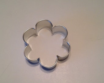 Small Scallop Edge  / Flower Cookie Cutter