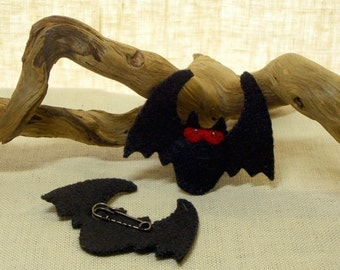 Wool Felt Bat Brooch Pin, Halloween Decoration *Ready to ship
