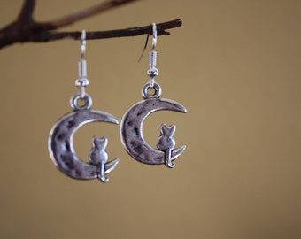Cat in the moon earrings Is he dreaming? or just dangling there in the moon? silvertone kitty