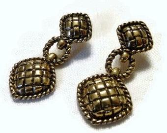 Vintage Avon Gold-tone Stud Earrings (Item 1601)