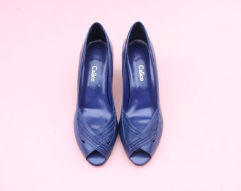 Calico Peep Toe Vintage Pumps *FREE SHIPPING* // Navy Blue Womens Size 6 Size 7 Heels Shoes