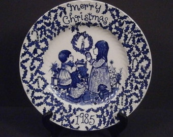 1985 Royal Crownford Norma Sherman Christmas Plate in Blue and White China