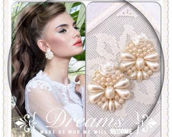 earrings // white Earrings // pearl earrings // cream earrings // bride // Bridesmaid // wedding // drop // bride jewelry // bridal
