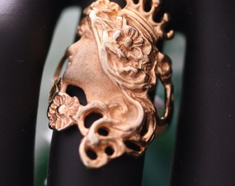"""Remarkable Vintage """"Queen Portrait"""" Gold over Silver, size 6 3/4 ring."""