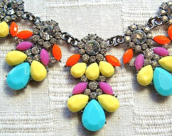 Elegant Rhinestone and Resin FLOWER Bib Necklace in Oxidized Gunmetal Setting 16 to 18 inches with Extender chain
