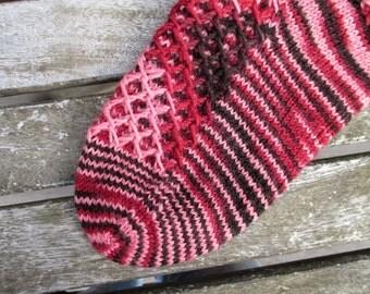 Waffled Footsies sock pattern by Anita Grahn, English, Swedish, pdf instant download, structured stitch pattern, toe-up warm sock pattern